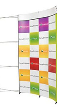 Curved wall banner